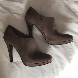Merona Molly taupe brown heeled ankle booties